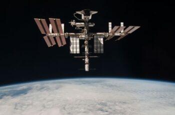 Обломки китайского спутника угрожали повредить МКС