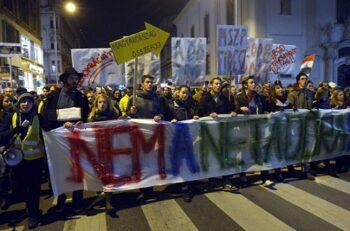 В Венгрии начались многотысячные протесты против интернет-налога