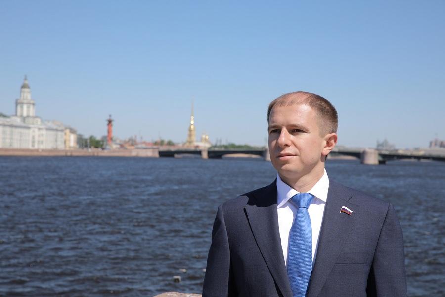 После запроса Михаила Романова Прокуратура Санкт-Петербурга провела проверку воды в реке Славянка в Санкт-Петербурге и обнаружила превышение нормативов содержания загрязняющих веществ