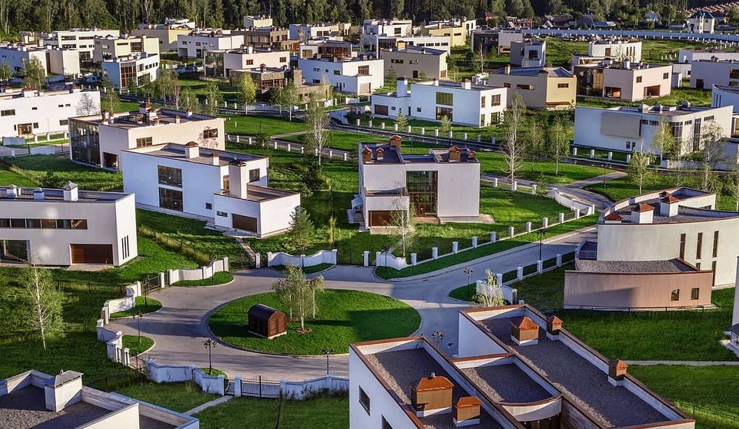 В поселке «Березки River Village» завершаются работы по благоустройству