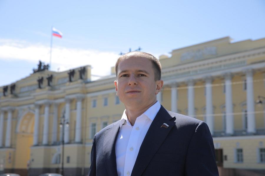 Михаил Романов поздравил петербургских работников культуры с профессиональным праздником