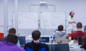 Эксперты призвали систему образования учить отечественных школьников работе с информацией