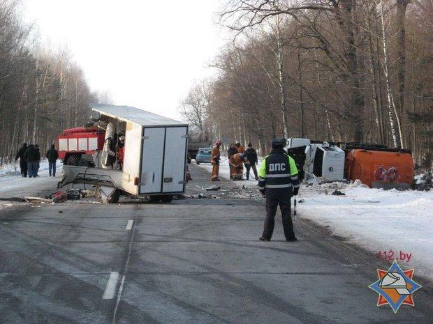 В Петриковском районе бензовоз врезался в передвижной генератор