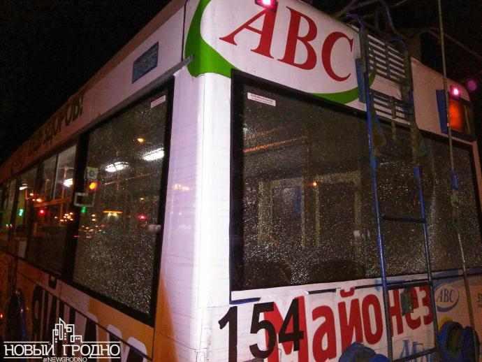 Троллейбус с пассажирами в Гродно обстреляли из пневматики