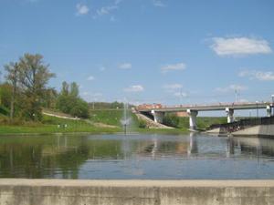 Машина слетела с моста в реку Дубровенка.