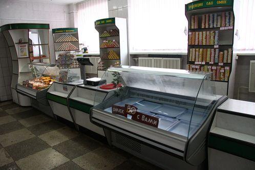 В пятницу в 12 часов дня в фирменном магазине Оршанского мясоконсервного комбината было пустоватенько.