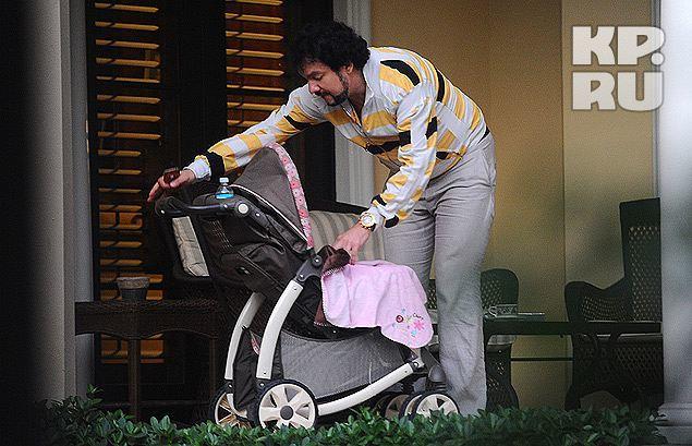 Филипп Киркоров гуляет с дочкой по Майами