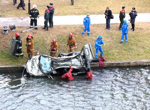 Женщине водителю в страшной аварии выжить не удалось.