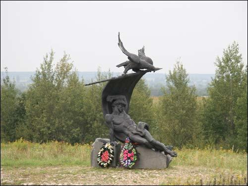 Памятник в честь погибших французских воинов армии Наполеона (деревня Студёнка).
