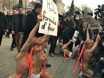 Активистки FEMEN в Стамбуле. Фото из блога FEMEN