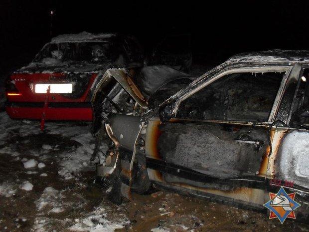 В Каменецком районе столкнулись и загорелись автомобили