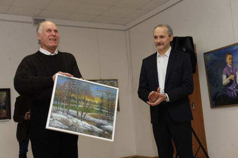В Жодино открылась персональная выставка художника Виктора Новицкого