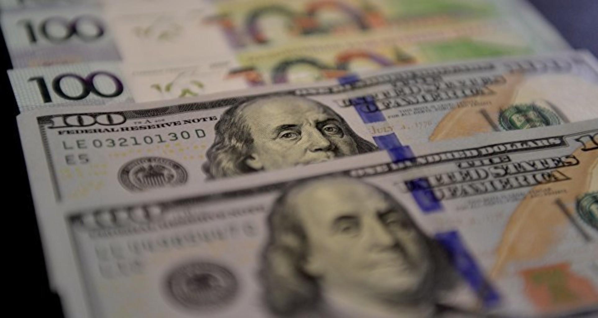 Доллар и евро укрепились на торгах 22 января