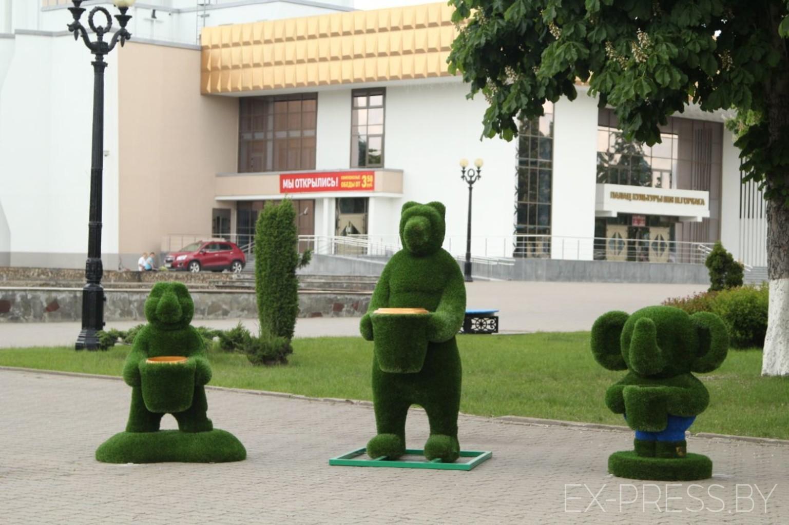 Зеленая черепаха, медведь и слон: у Дворца культуры Борисова появились  скульптуры | EX-PRESS.BY