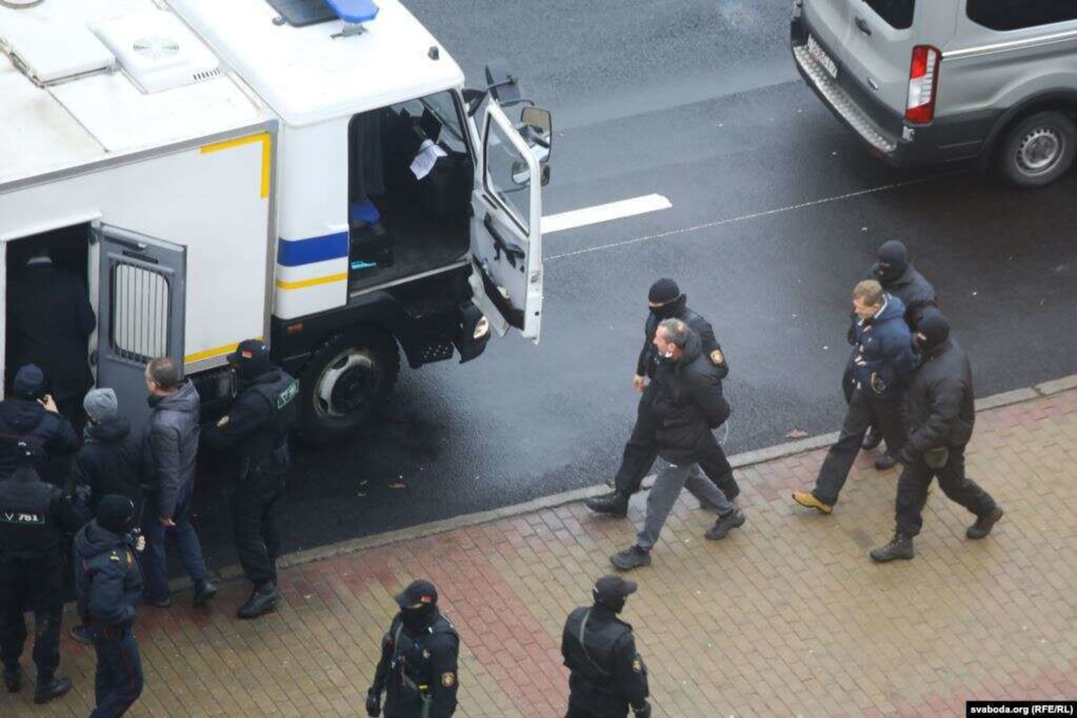 ВМинске восстановили работу интернета иметро, активистов задержали— Беспорядки сзади