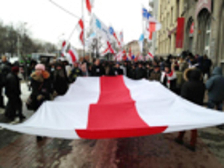 В начале года политическая обстановка в белоруссии существенно не изменилась по сравнению с концом года предыдущего.