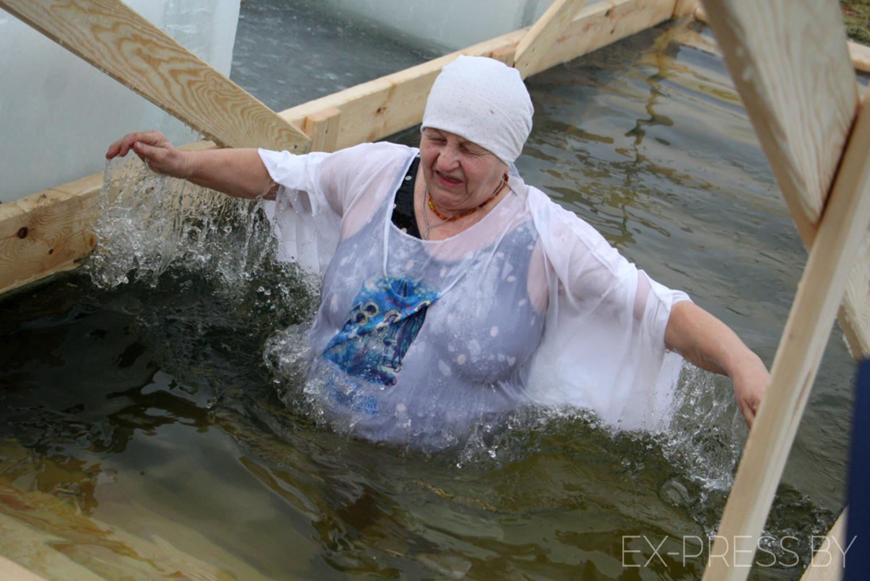 В Жодино в иордань окунулись сотни горожан