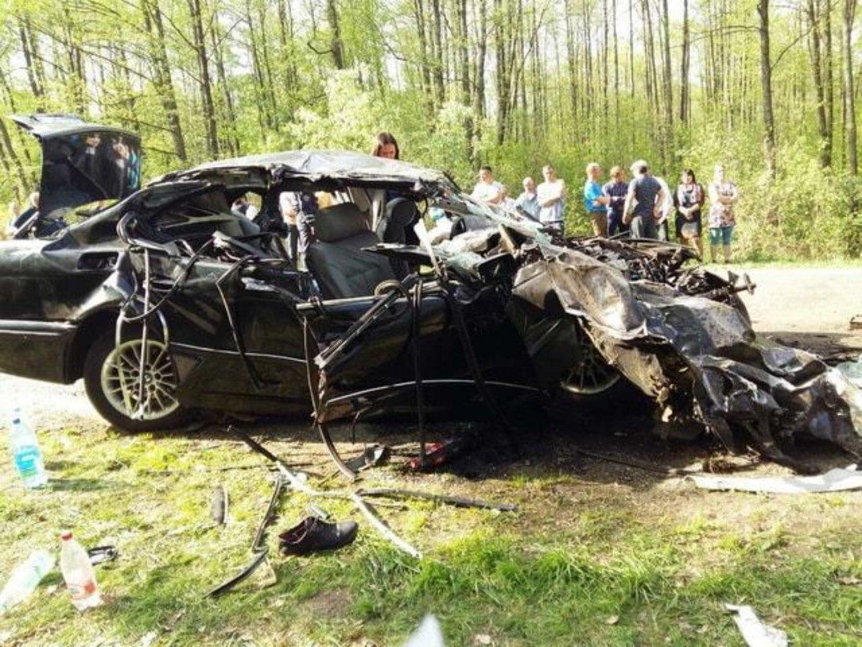 ВСолигорском районе БМВ врезался втрактор, погибли два пассажира