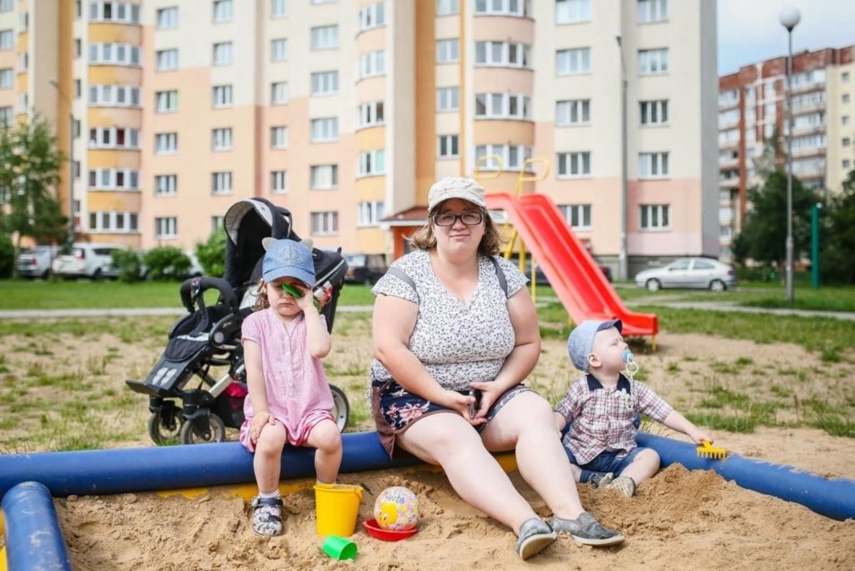 Председатель инициативы «Детям Чернобыля» стал крестным отцом для двух жодинских малышей