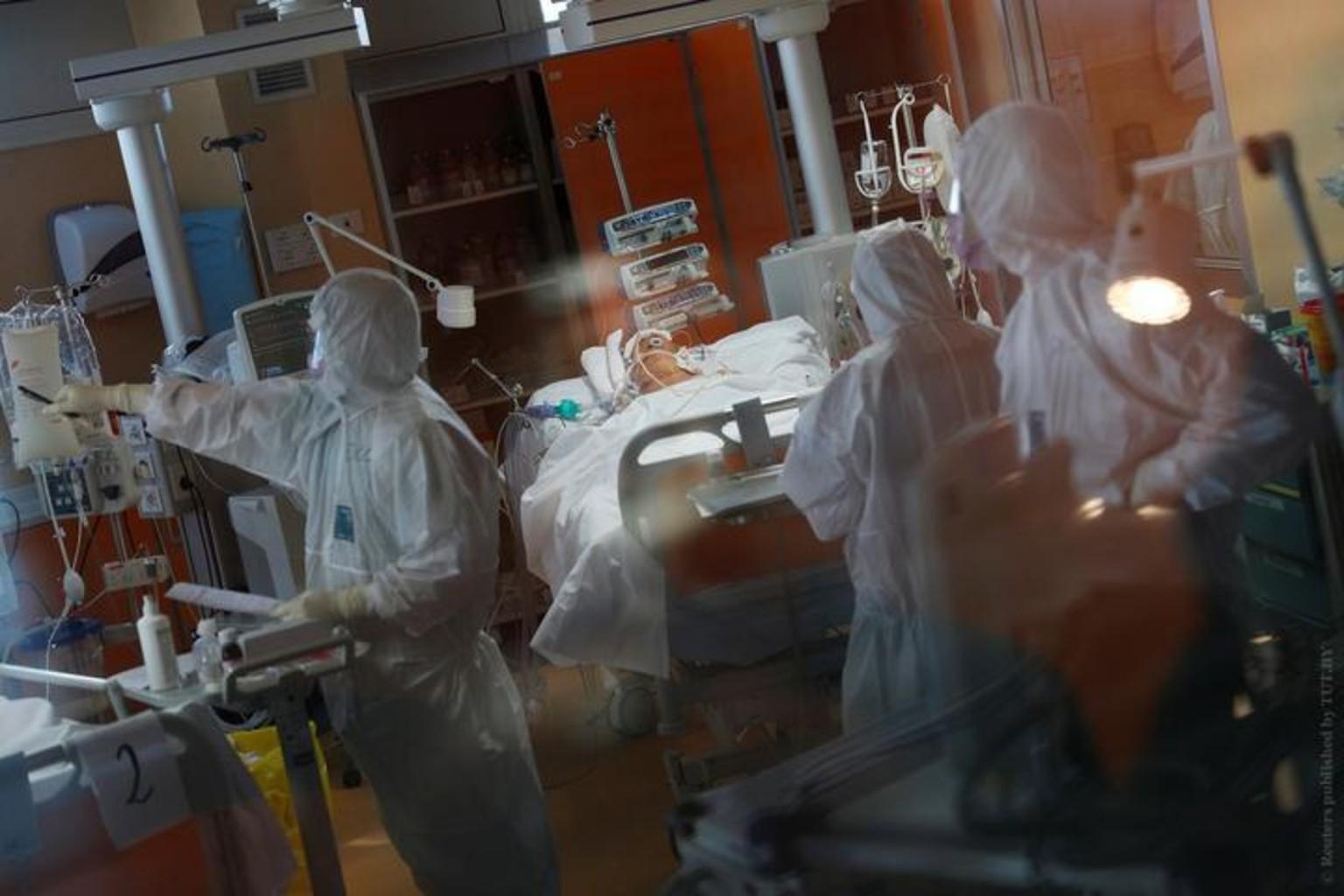 Medik maska koronavirus italiya pandemiya 7