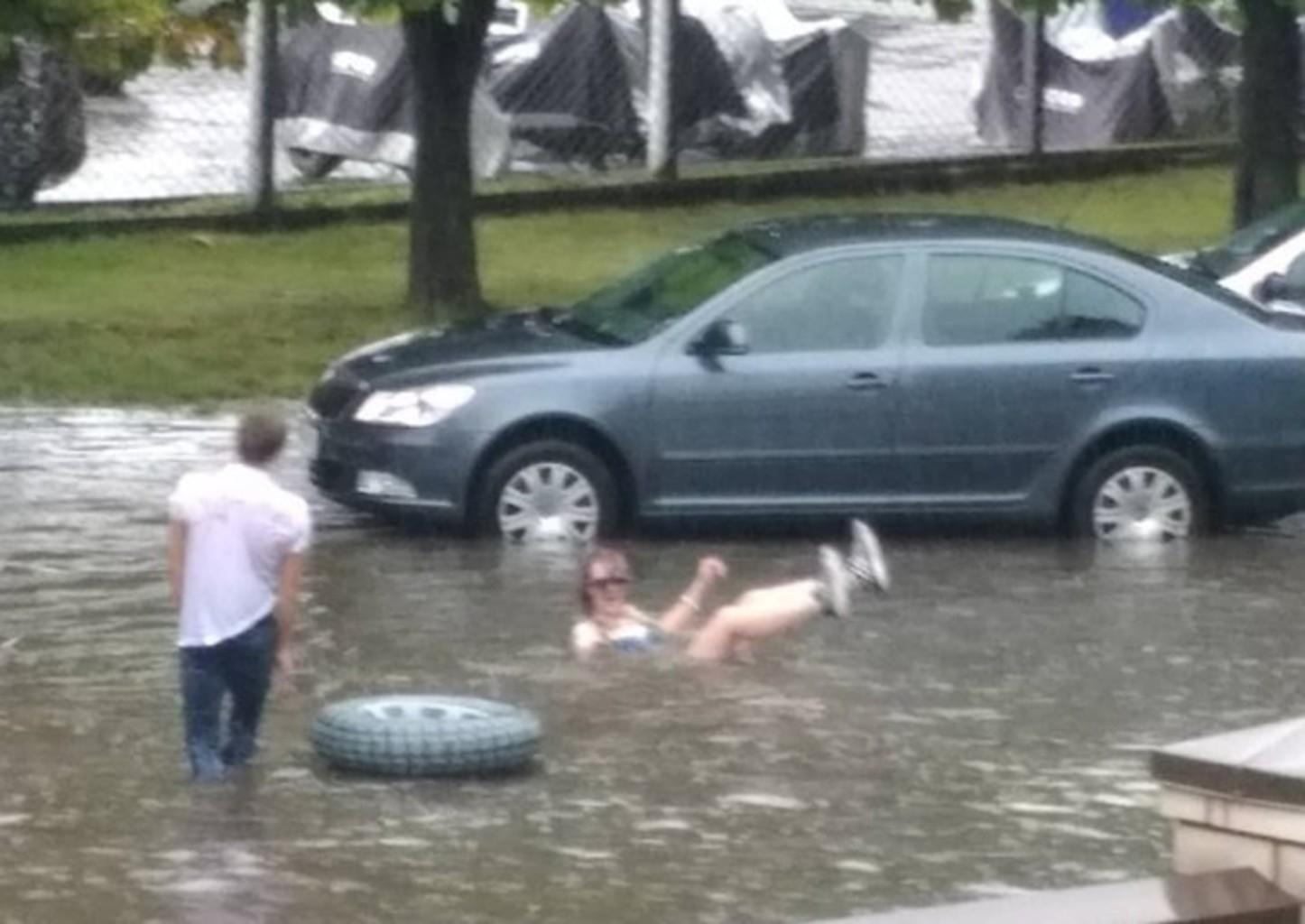 Minsk ciklon plovcy
