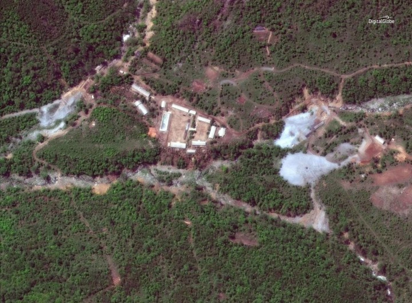 Снимок ядерного полигона КНДР за сутки до уничтожения. Фото: twitter.com/DigitalGlobe