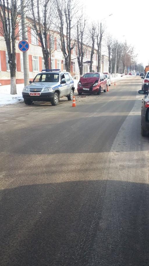 Девушка на «Citroen» столкнулась с милицейской машиной
