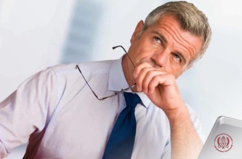 Работник не соответствует профстандарту — обучить или уволить?