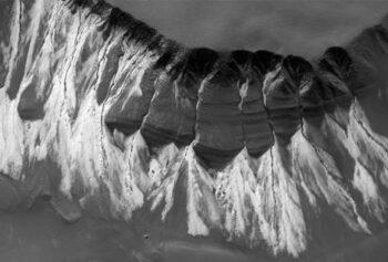 NASA обнаружило лёд на Марсианских склонах оврагов
