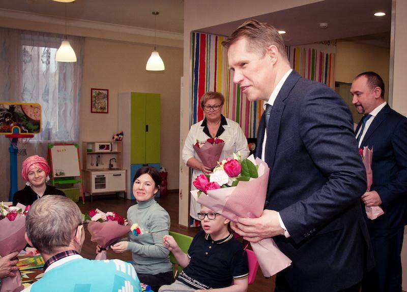 Министр здравоохранения РФ Михаил Мурашко: «Детям, проходящим длительное лечение в больницах, нужна возможность не разлучаться с близкими»