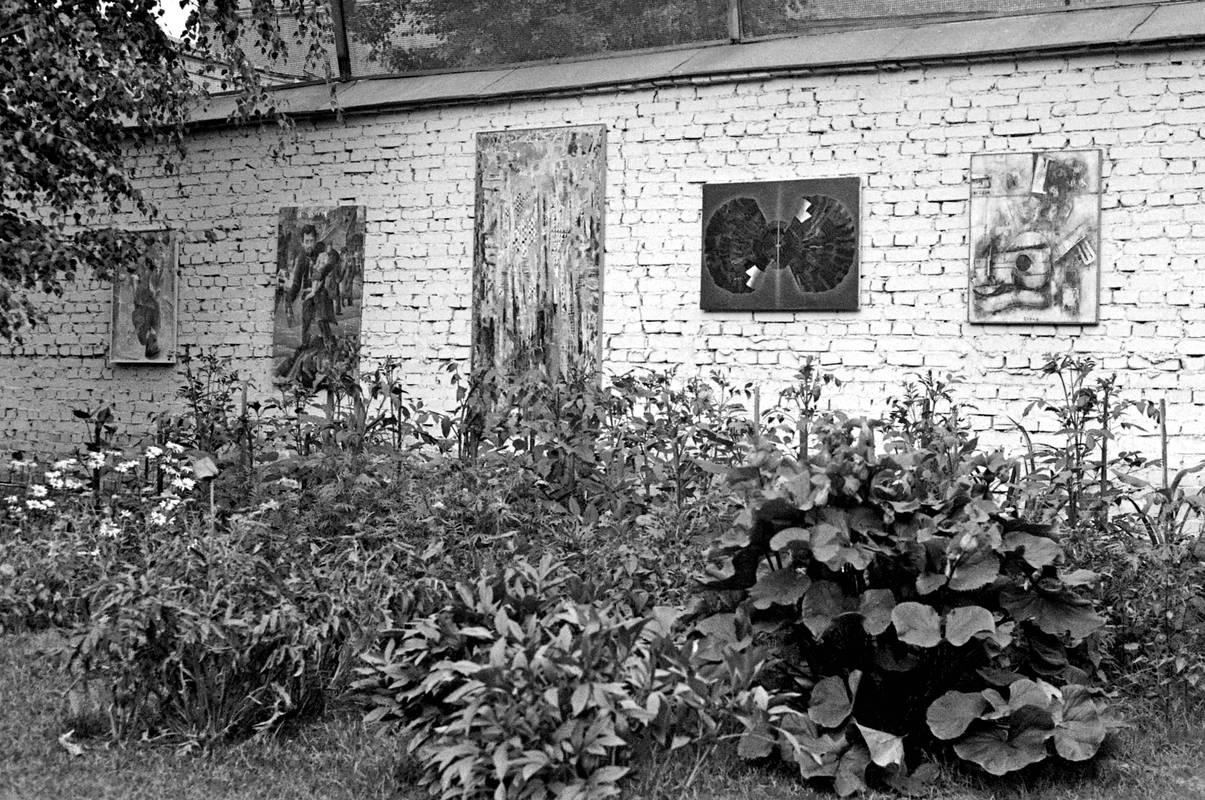 Вид выставки во дворе особняка Эдмунда Стивенса. Москва