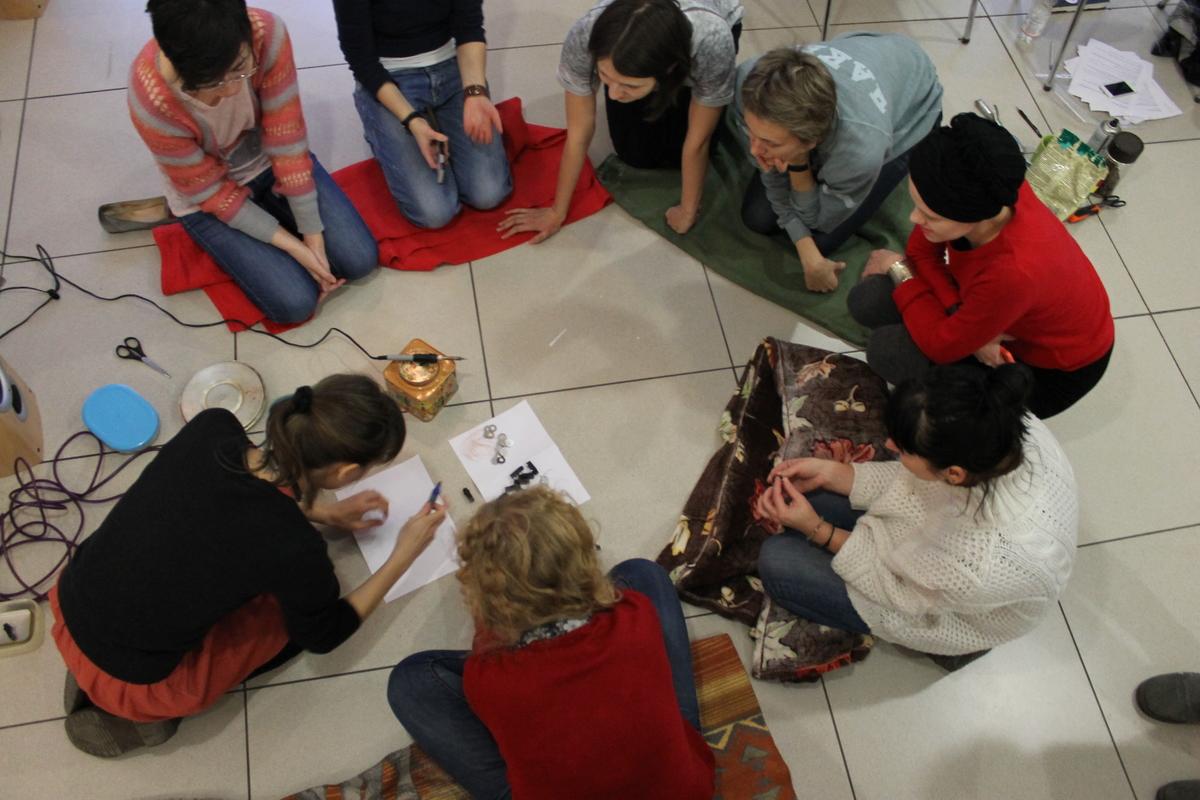 Занятия в рамках женских художественных мастерских «Кухня»