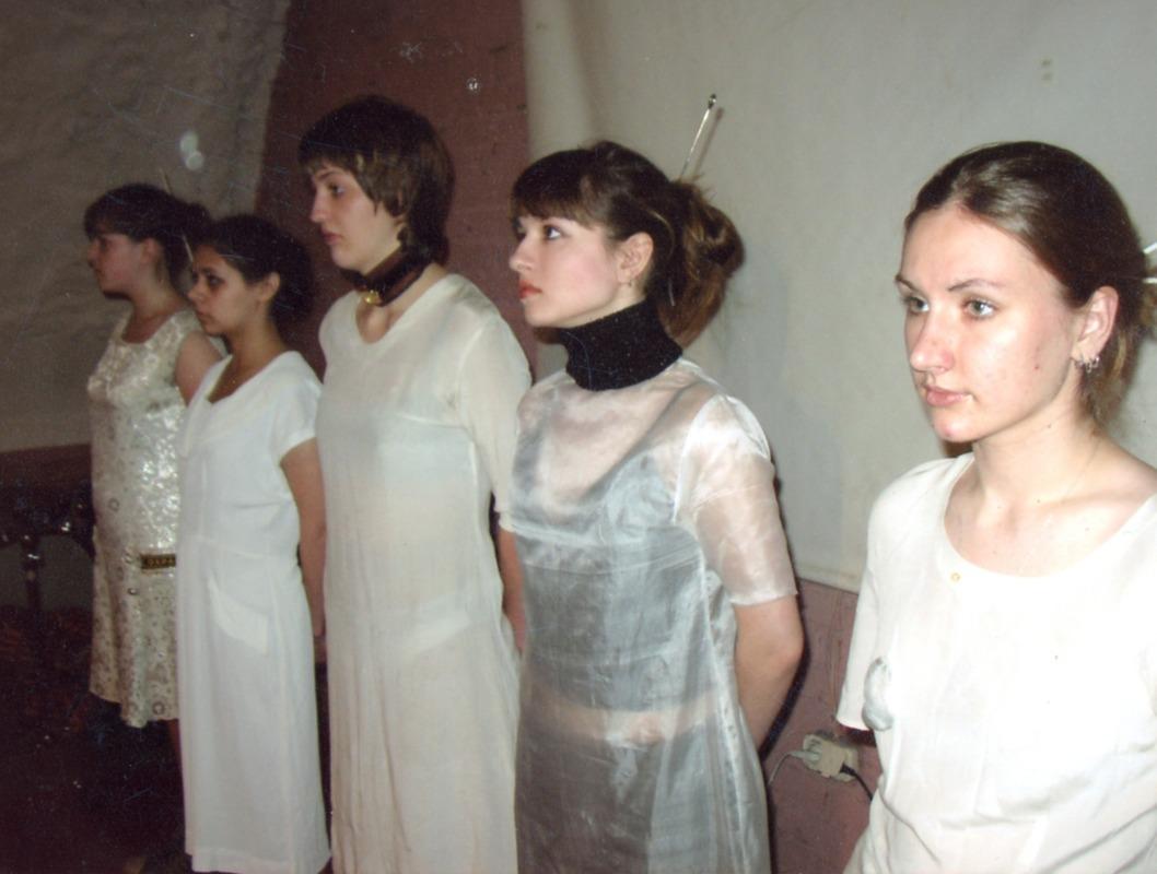 Документация перформанса «Мир Девушки» группы Фабрика Найденных Одежд