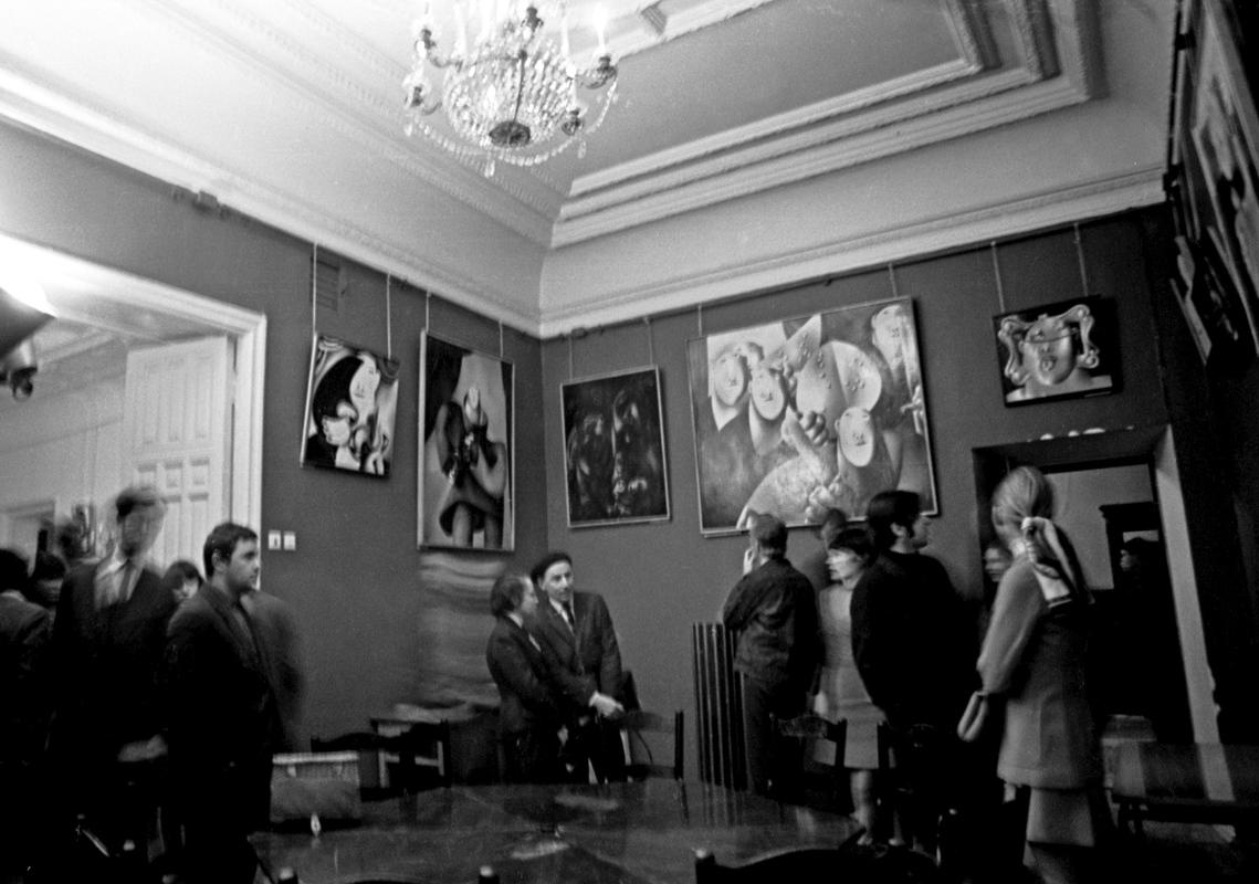 Экспозиция однодневной выставки Олега Целкова