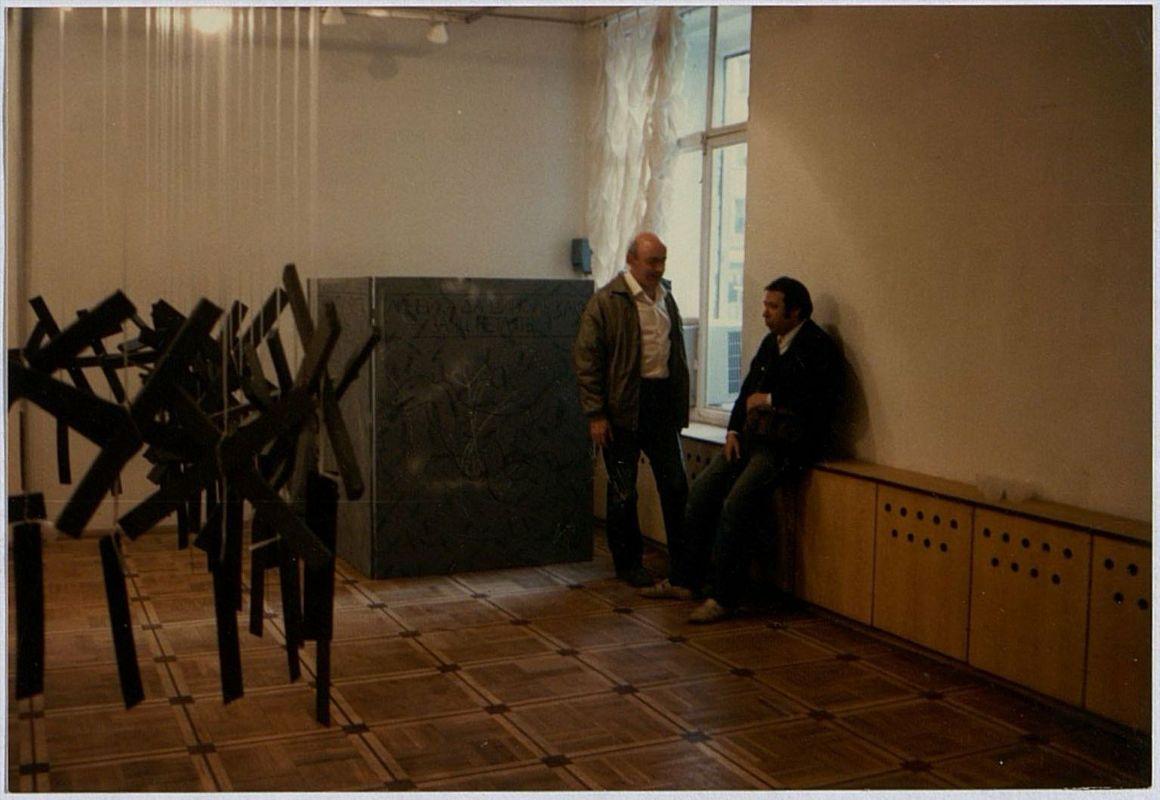 Выставка Никиты Алексеева «Крестообразные песни» в L-галерее