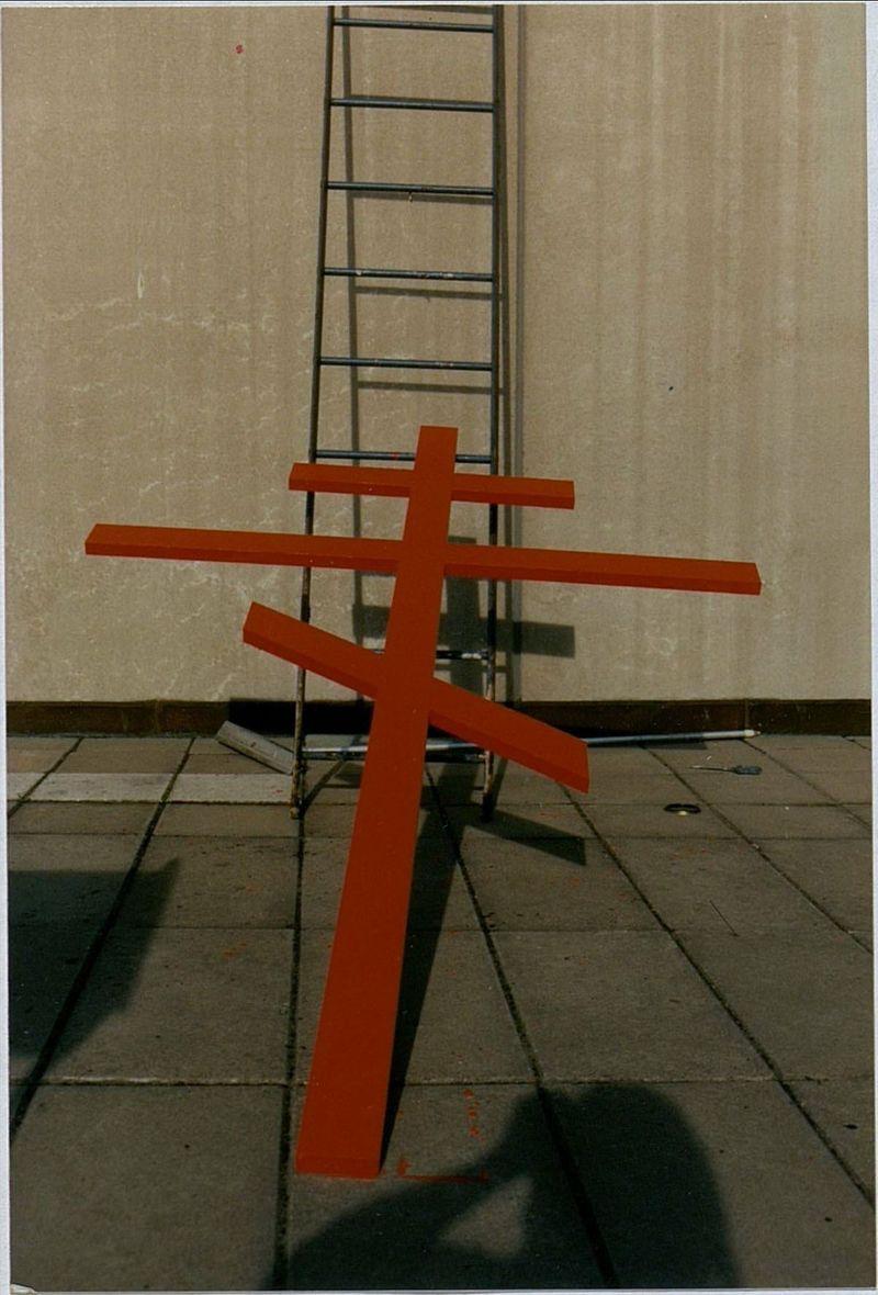 Никита Алексеев на монтаже выставки ИсKONSTво, Стокгольм, 1990