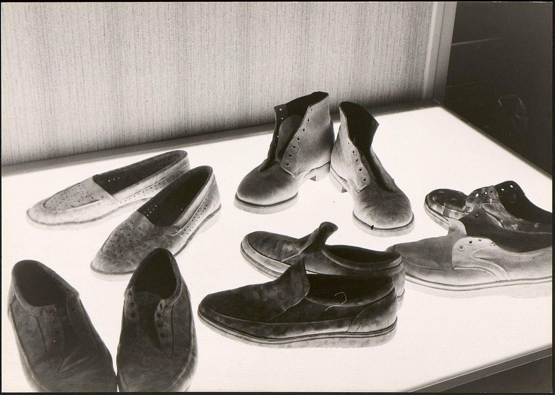 Фрагмент инсталляции Никиты Алексеева с ботинками