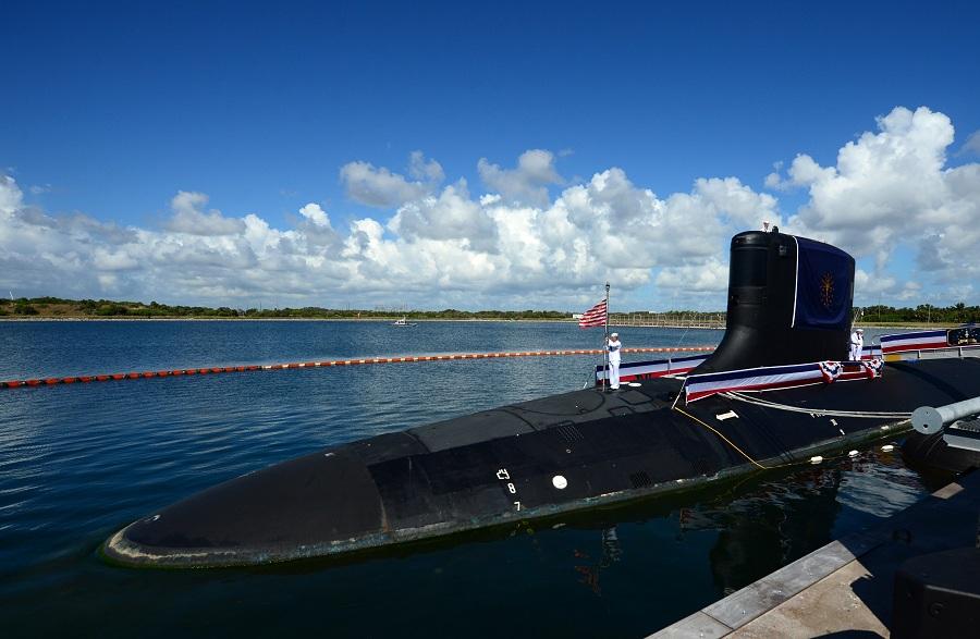 Почему на подводных лодках в США новичков одевают в асбестовые костюмы?