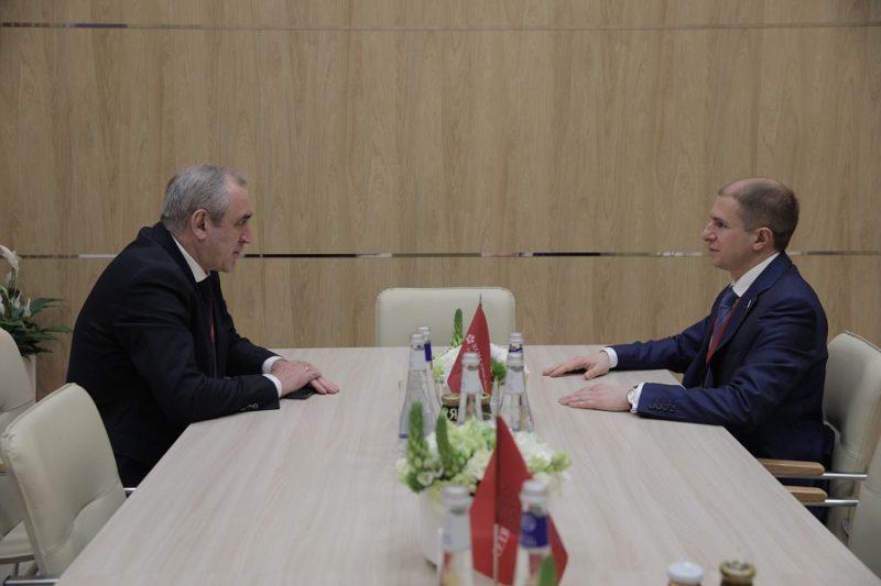 Сергей Неверов и Михаил Романов обсудили вопросы петербуржцев, требующие поддержки на федеральном уровне
