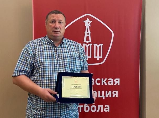 Александр Старцев вручил памятную плакетку Александру Гордееву!