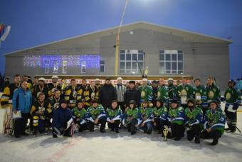 В селе Раевский  состоялся новогодний хоккейный праздник!