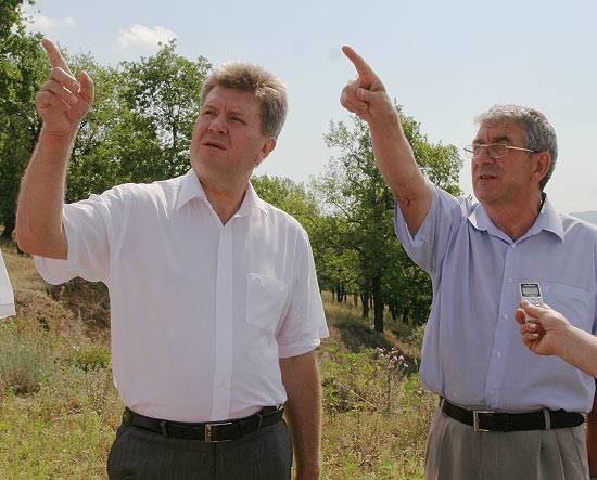 Мэр Тольятти Анатолий Пушков и депутат Владимир Поплавский