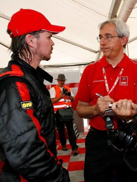 Джеймс Томпсон иего гоночный инженер вперерыве между гонками