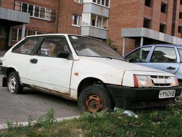 Автохламу неместо втольяттинских дворах