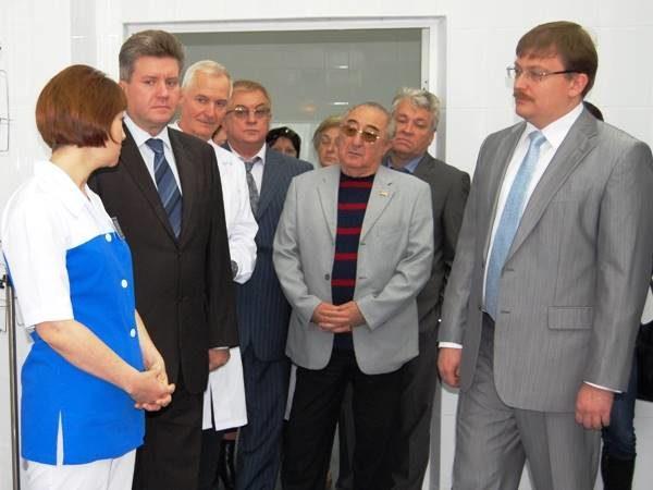 Министр Куличенко, мэр Пушков ипредставители компаний-спонсоров реконструкции перинатального центра