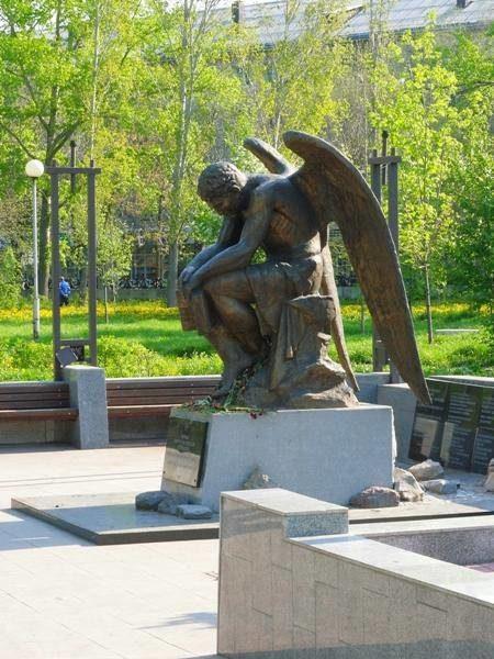 Монумент Скорбящий ангел