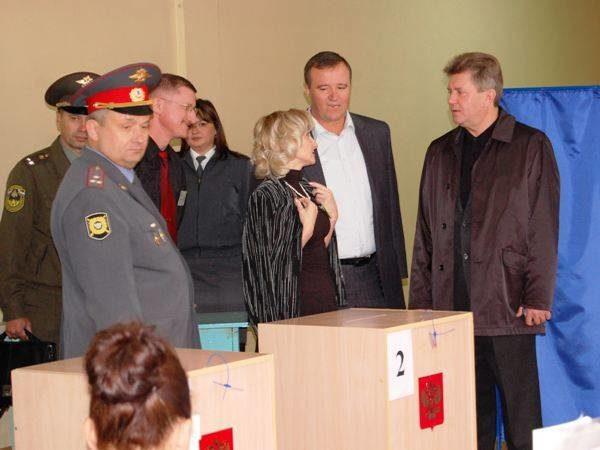 Мэр Тольятти Анатолий Пушков ируководители силовых ведомств города знакомятся сходом выборов