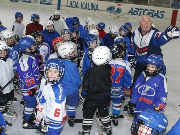 Детская хоккейная «Лада»