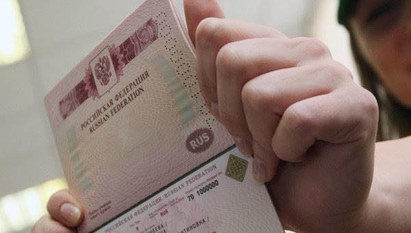 Жители Самарской области за полгода получили 100 тысяч загранпаспортов