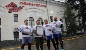 В честь начала движения поездов по Крымскому мосту российские богатыри установили силовой рекорд